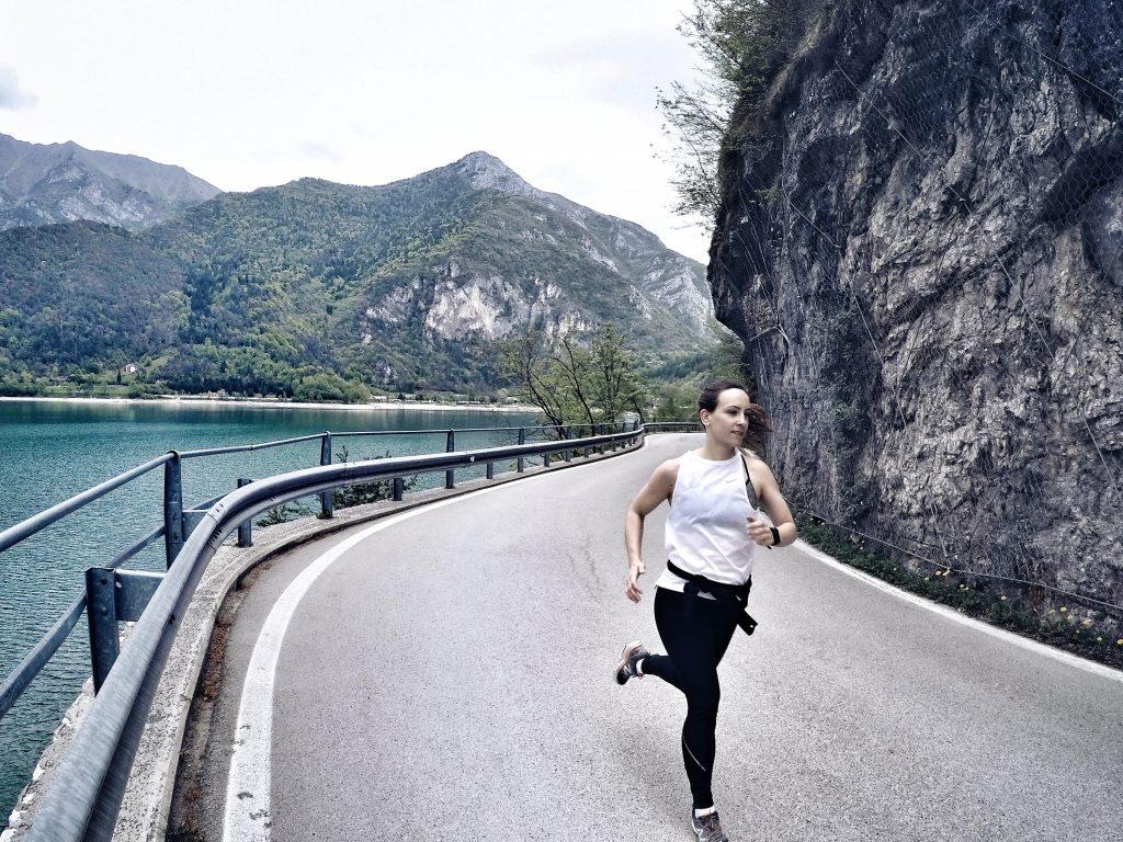 Läuferin am Lago di Tenno